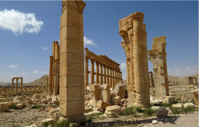 A photo of the damaged city of Palmyra.